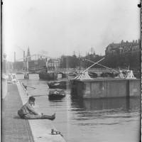 Magere brug and Hogesluis, 1890 by Jacob Olie