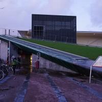 Two Italian kids walking off the Albert Heijn roof
