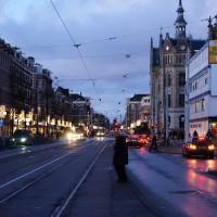 Old lady crossing the Van Baerlestraat