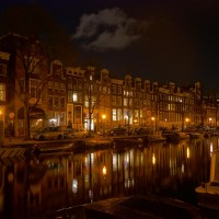 The Prinsengracht at night.