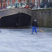 Neighbors playing hockey on the Nieuwe Prinsengracht