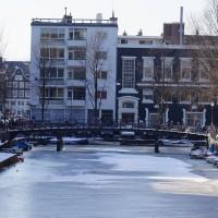 the Nieuwe Achtergracht pedestrian bridge