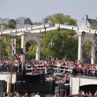 Crowds pack the Skinny Bridge ( Magerebrug )